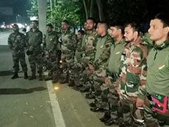 एयरपोर्ट के पास सेना की वर्दी में 11 लोग नहीं दिखा पाए ID कार्ड, संदिग्ध हालत में पुलिस ने धर दबोचा