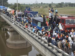 The 2-Hour Standoff For Farmers And Cops On Haryana Bridge