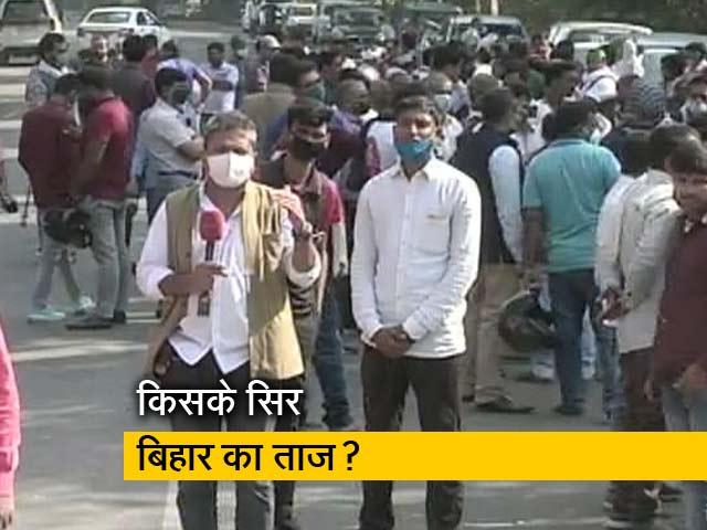 Video : महागठबंधन-NDA में कड़ा मुकाबला, तेजस्वी के आवास पर पहुंचे समर्थक