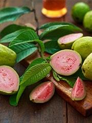 Benefits Of Guava: इम्यूनिटी को मजबूत बनाने का काम करता है अमरूद, जानें ये 6 जबरदस्त लाभ!