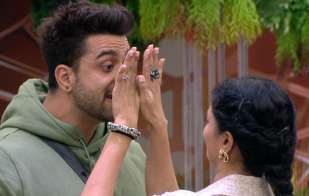 Bigg Boss 14 Written Update November 24, 2020: After Massive Showdown, Kavita Kaushik Accuses Aly Goni Of Being 'Violent'