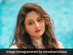 रश्मि देसाई ने पूल में करवाया ग्लैमरस फोटोशूट, फैन्स ने यूं दिया रिएक्शन...देखें Photos