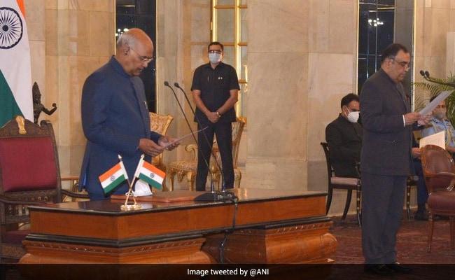 Yashvardhan Kumar Sinha Sworn In To Top RTI Watchdog Post