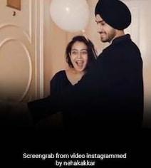 नेहा कक्कड़ और रोहनप्रीत की शादी को एक महीना हुआ पूरा, तो पति ने दिया ये बड़ा सरप्राइज- देखें Video