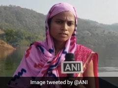महाराष्ट्र: रोजाना 18KM नाव चलाती हैं ये महिला, करती हैं बच्चों और गर्भवती महिलाओं की मदद