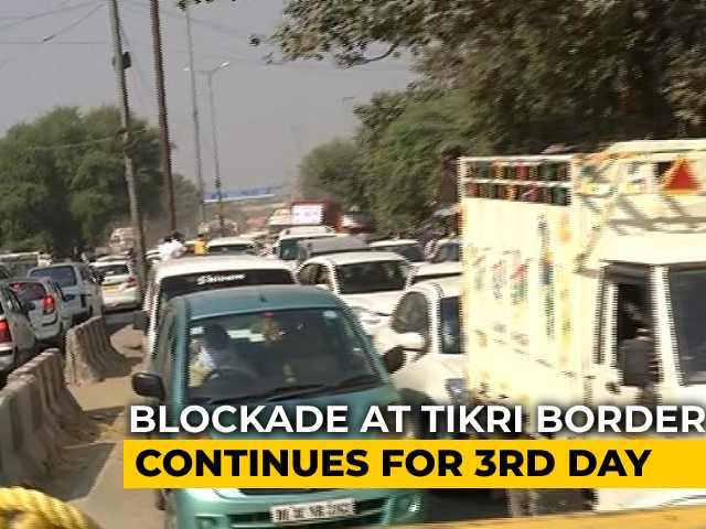 Video : Farmers' March: Road Blocks Leave Delhi-Haryana Commuters Frustrated