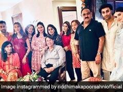 करवाचौथ पर एक साथ आया कपूर परिवार, करीना कपूर और नीतू कपूर के साथ तारा सुतारिया भी आईं नजर- देखें Photos