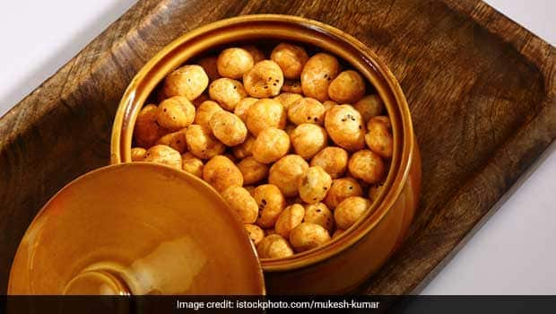Winter Diet Tips: This Low-Cal Roasted Chilli Makhana Is The Ultimate Snack To Chomp On