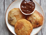 Video : How To Make Pyaz Kachori | Easy Pyaz Kachori Recipe Video