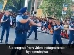 न्यूजीलैंड पुलिस ने ऑकलैंड की सड़कों पर यूं किया भांगड़ा, Video शेयर कर Neeru Bajwa बोलीं- दिन बना दिया...