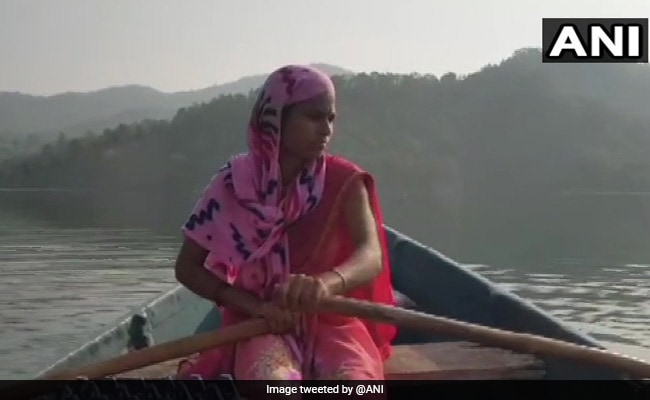 Maharashtra Woman Rows 18 km Daily To Help Children, Expecting Mothers