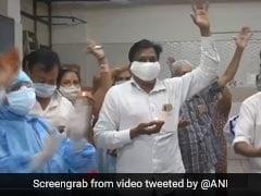 गुजरात में कोरोना मरीजों ने अस्पताल में ऐसे मनाई दीवाली, हाथ में दीये लेकर डॉक्टरों के साथ झूमे, देखिए VIDEO