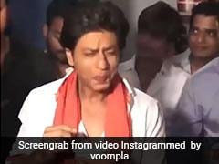 Shah Rukh Khan ने जब खाए स्पाइसी गोल गप्पे तो किंग खान का यूं आया रिएक्शन- देखें Video