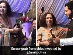 पाकिस्तान में महिला ने दूल्हे को गिफ्ट में दी AK-47 गन, IPS बोला- 'हमारे पड़ोसियों की मानसिकता...' - देखें Video