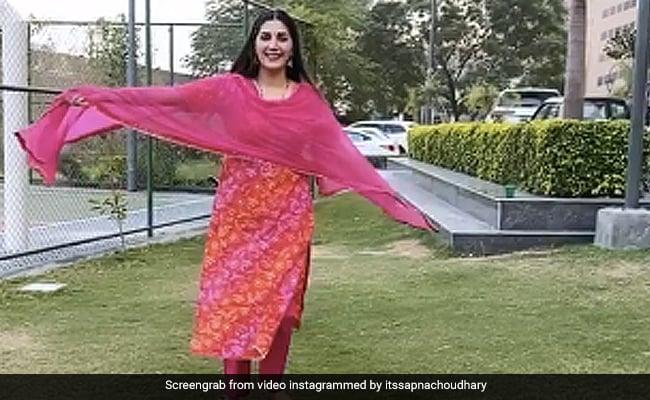 सपना चौधरी 'कह लेन दे' गाने पर यूं झूमती आईं नजर, देसी क्वीन का Video हुआ वायरल