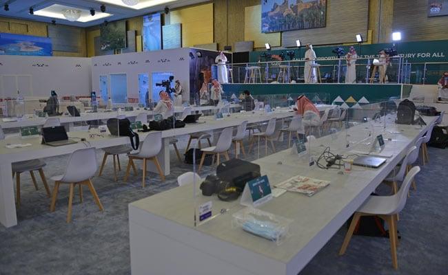 जी -20 शिखर परिषद कोविड -१ id मध्ये आभासी होत असताना मुखवटे, पडदे व रिक्त खुर्च्या