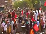 Farmers Protest LIVE Updates: किसानों ने सिंघु बॉर्डर पर फूंका PM मोदी का पुतला, दिल्ली के रास्ते में 15-20 हजार अन्नदाता