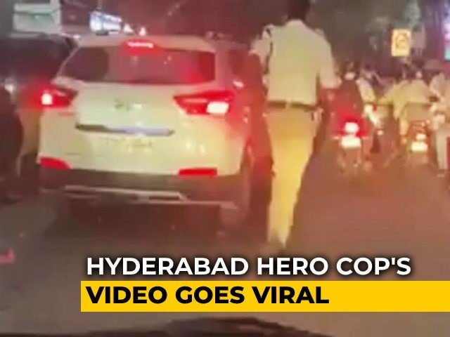 Video : Viral Video: Hyderabad Cop Runs 2 km To Clear Path For Ambulance