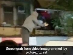 रणवीर सिंह की गाड़ी फंसी फैन्स के बीच, तो एक्टर ने कार के ऊपर चढ़ किया ऐसा...देखें Video