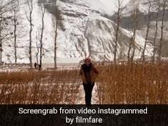 रवीना टंडन बर्फीली वादियों में यूं इंजॉय करती आईं नजर, Viral हुआ Video