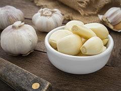Garlic Side Effects: लहसुन खाने के फायदे ही नहीं ये 5 नुकसान भी हैं, सेवन करने से पहले एक बार जान लें