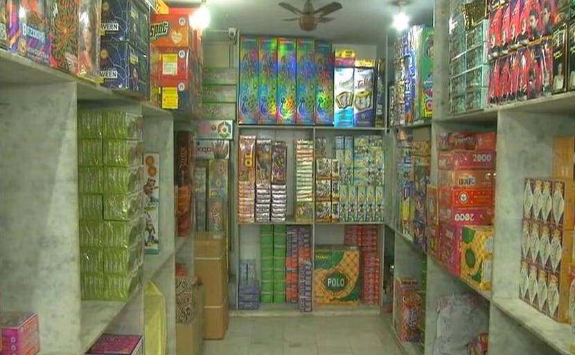 मुंबई: पटाखों पर बैन से व्यापार पर असर, पर्यावरणविदों की मांग-फुलझड़ी और अनार पर भी लगे प्रतिबंध