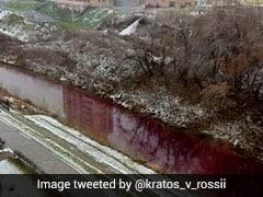 अचानक खून की तरह लाल हो गई नदी, जानवर भी नहीं जा रहे अंदर, देखकर लोगों के उड़े होश - देखें Video