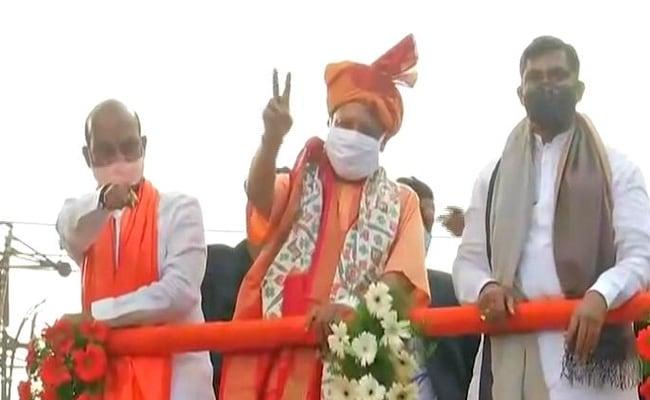 हैदराबाद निकाय चुनाव में बीजेपी ने झोंकी ताकत, योगी आदित्यनाथ ने किया ग्रैंड रोड शो