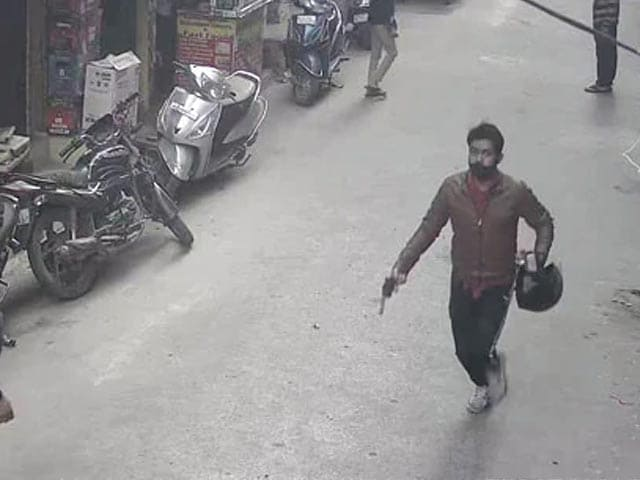 Video: Caught On Camera: Man With Gun Snatches Woman's Gold Chain In Delhi