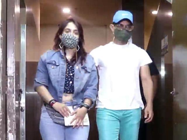 Video : Aamir Khan At A Movie Hall And Vicky Kaushal On A Movie Set
