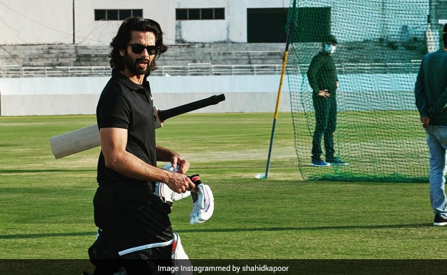 Jersey: Shahid Kapoor Cuts Cake This Hyper-Real Cake, Was Placed On A Green Board That Resembled A Cricket Pitch