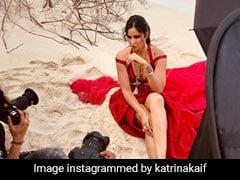 Katrina Kaif ने रेड आउटफिट में बीच पर कराया फोटोशूट, Photos में दिखा एक्ट्रेस का ग्लैमरस अंदाज