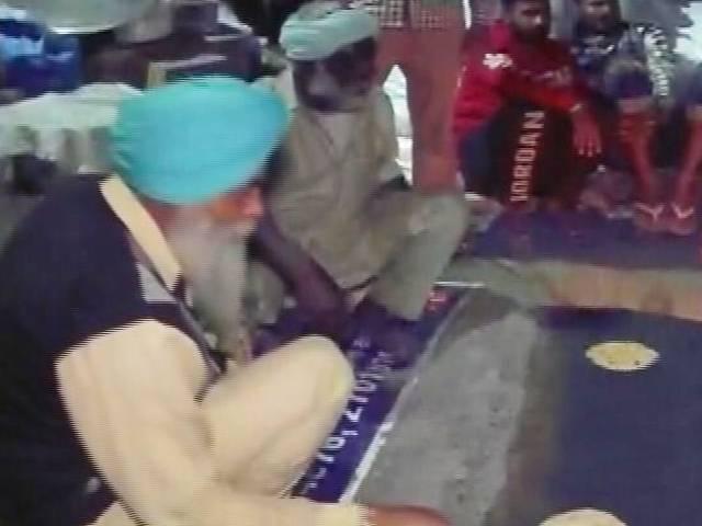 Video : Farmers Boycott Kitchens Set Up By AAP, Congress In Delhi's Burari