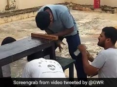 शख्स ने एक मिनट में खोले सोडे की 68 बॉटलों के ढक्कन, छत पर बना डाला गिनीज वर्ल्ड रिकॉर्ड - देखें Video