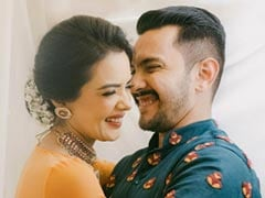 Aditya Narayan And Shweta Agarwal Tease Fans With A Loved-Up Pic And Their Wedding Hashtag