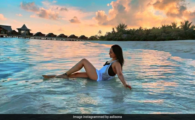 Sonakshi Sinha Reveals The Reason Behind Her Smile In This Pic From Maldives