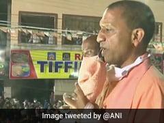 VIDEO : ''हैदराबाद का भी बदलेंगे नाम?'' रोड शो कर रहे CM योगी ने दिया जवाब - 'BJP आई तो नाम हो जाएगा...'