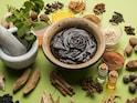 Ayurveda For Skin: आपकी रसोई में मौजूद ये 5 सामग्री मुंहासों को रोकने में हैं कमाल