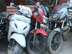 दिल्ली : बाइक चोरी कर और फिर उन्हीं बाइक से लूट करने वाले गैंग के 15 सदस्य गिरफ्तार