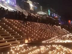 वाराणसी: देव दीपावली पर दीपकों की रोशनी से जगमगाए गंगा के घाट