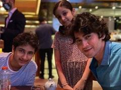 """Inside Mahesh Babu And Namrata Shirodkar's """"Dinner Date"""" With Kids Gautham And Sitara"""