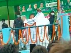 बिहार में नीतीश की सभा के दौरान फेंके गए प्याज, सीएम बोले-खूब फेंको, फेंकते रहो
