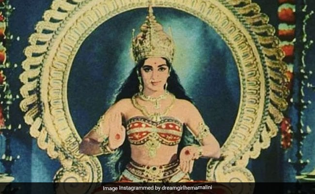 Hema Malini Has Been Looking For This Pic For Years And Finally Found It