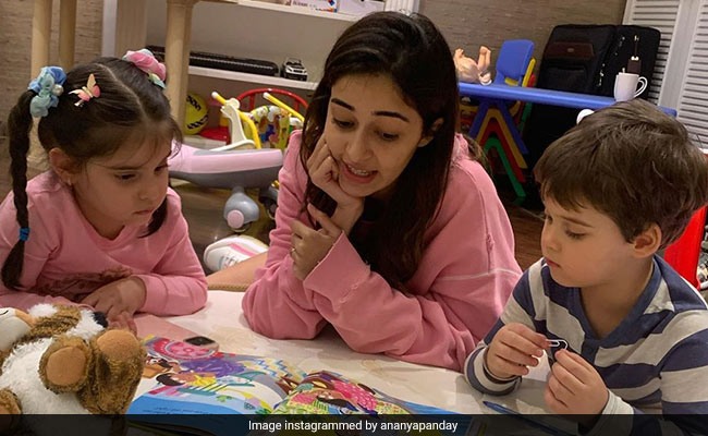 In This Book Club, Ananya Panday's Co-Readers Are Roohi And Yash