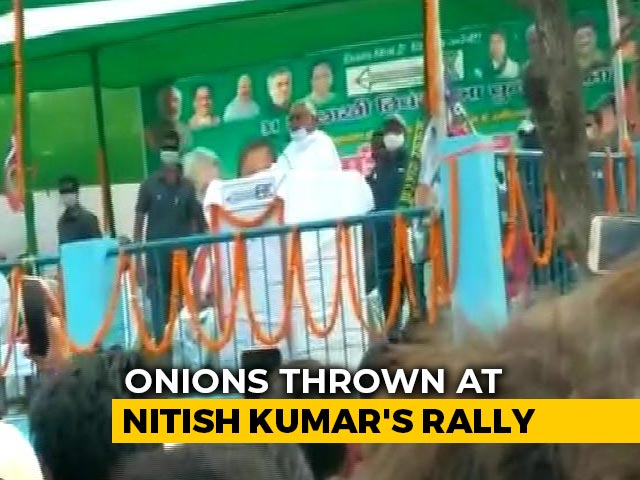 Video : Onions Thrown At Nitish Kumar During Bihar Rally