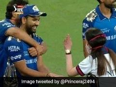 IPL 2020: जीत के बाद रोहित शर्मा के हाथों पर तालियां मारने लगीं नीता अंबानी, पीछे से बेटे ने पकड़ लिया ऐसे - देखें Video