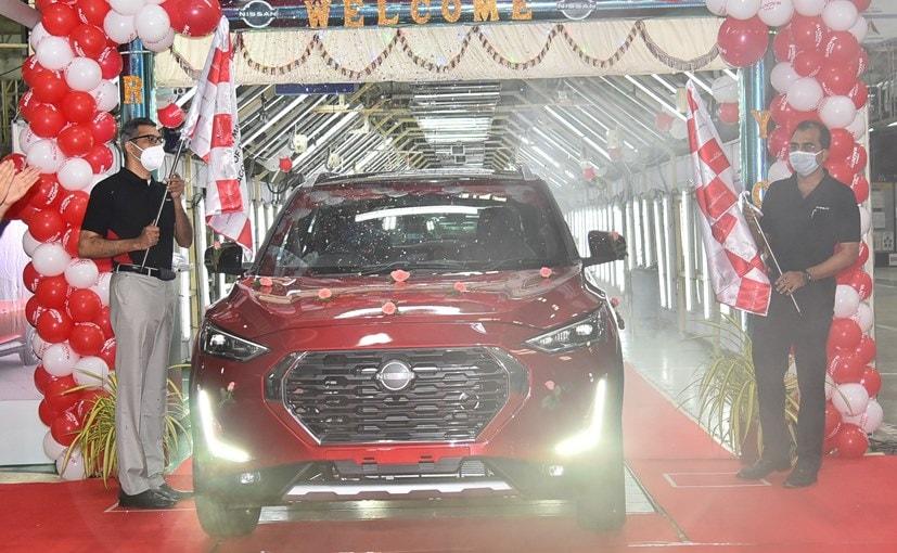 Krishnan Sundararajan MD RNTBCI & Biju Balendran MD & CEO RNAIPL with the new Nissan Magnite