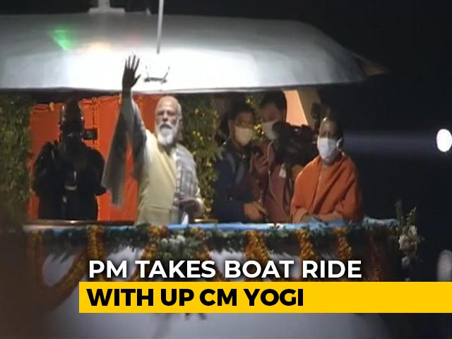 Video : Watch: PM Modi Takes A Boat Ride In Varanasi