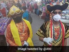 भोपाल में कलाकारों ने 'यमराज' और 'चित्रगुप्त' बन मास्क पहनने के लिए लोगों को किया जागरूक, सोशल डिस्टेंसिंग का भी पढ़ाया पाठ