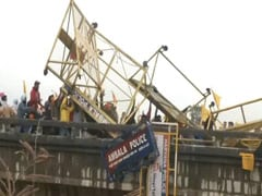 5 नाटकीय फोटो में देखें हरियाणा में पुल पर हुई पुलिस और किसानों के बीच झड़प के नजारे